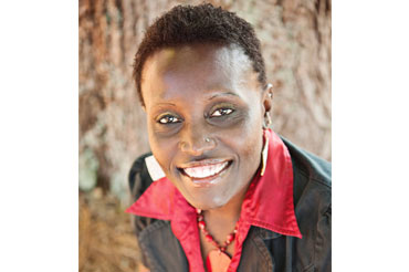 Dña. Esther Ngumbi